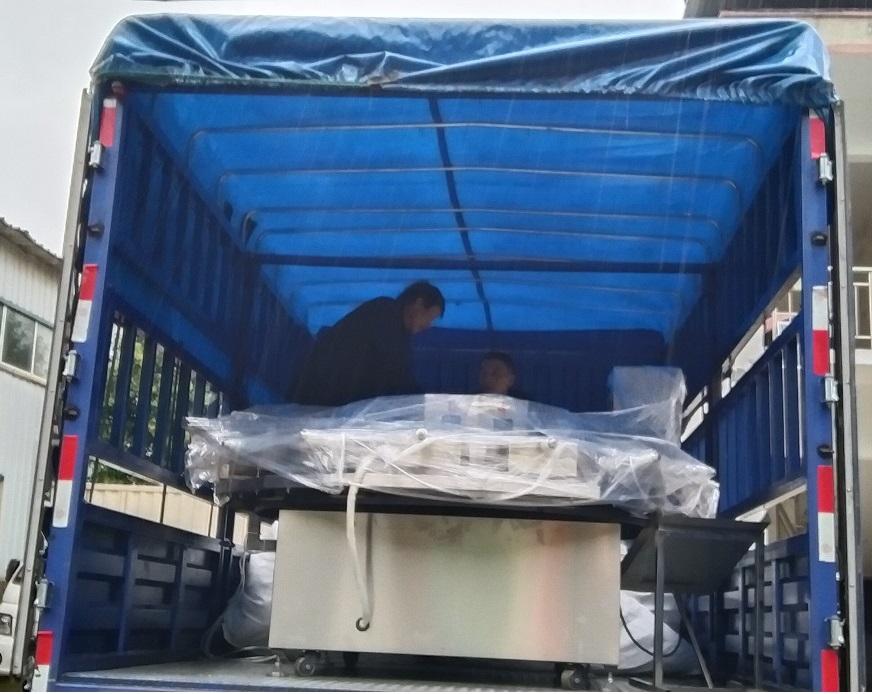客户定制的15组压饼机已发货!